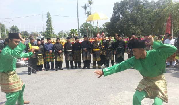 LAMR Beri Gelar Datuk Seri Lela Budaya kepada Rida K Liamsi