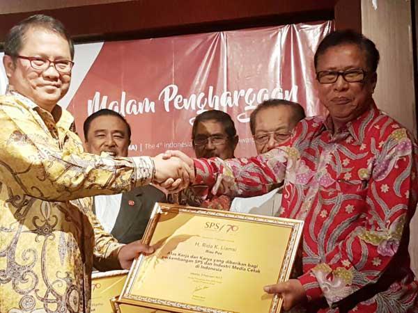 Rida K Liamsi Raih PWI Award