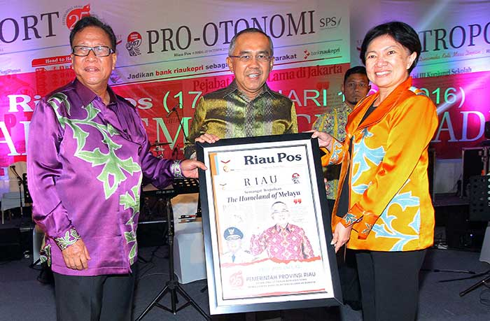 Plt Gubernur Riau Raih Riau Pos Award
