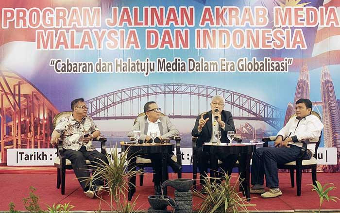 Kelebihan Media Massa Terletak di Fakta